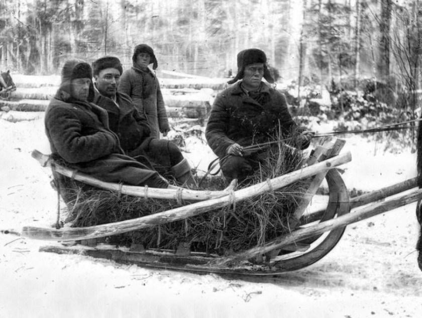 Gulag_prisoners_at_work_1936-1937_1_1.jpg