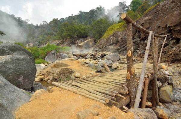 Jembatan ke pancuran