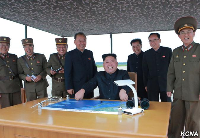 1284209_1000 Корейские грачи кружат над японской пагодой