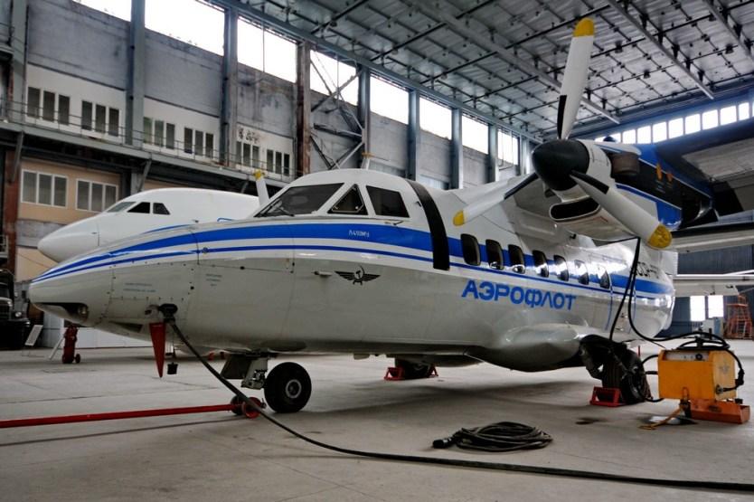 Самолет L-410 в Учебном Ангаре НАУ
