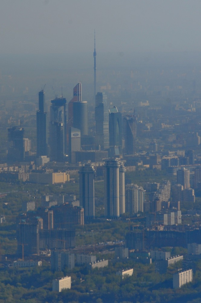 Вид с самолета на Москва-сити и Останкинскую телебашню