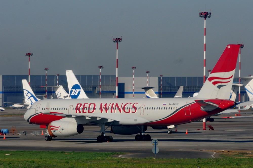 Ту-204 авиакомпании Red Wings в аэропорту Внуково