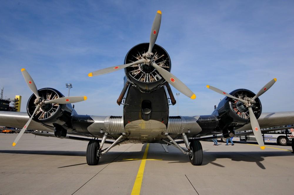 Junkers-52. Вид спереди