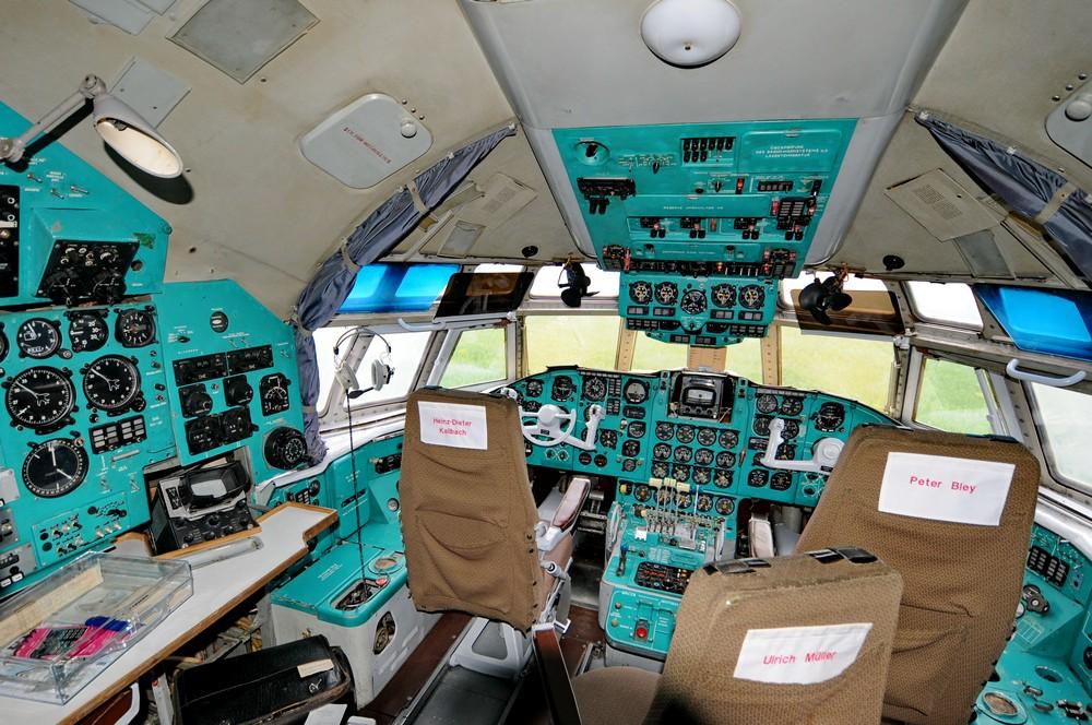 Кабина интерфлюговского самолета Ильюшин-62. Музей-памятник в городе Штольн, Германия