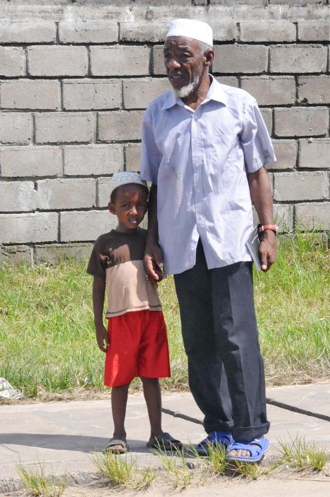 Мадагаскар. Дед и внук