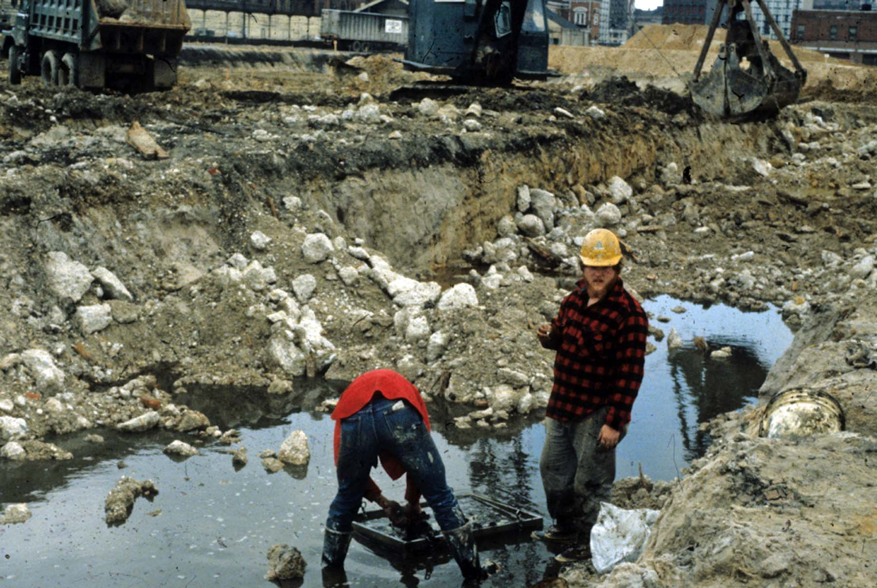 Archaeologists working under less-than-ideal conditions at 18BC27.