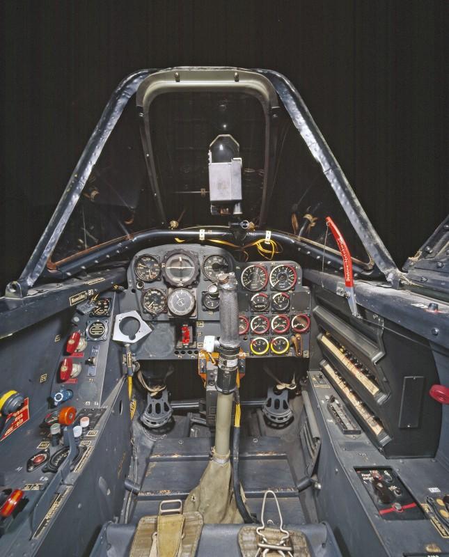 05-cockpit-avion-Messerschmitt-Me-262A-1a-645x800