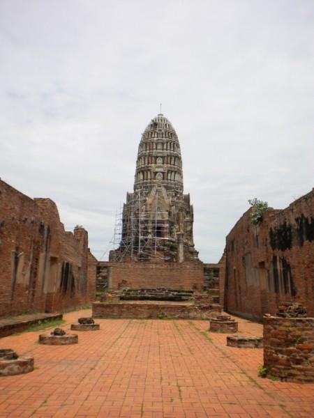 3Wat Ratchaburana main prang and vihara