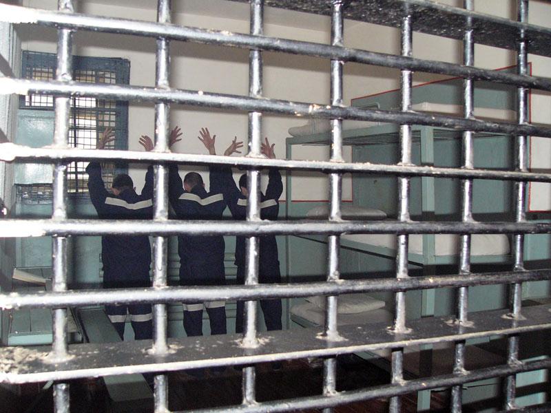 Как ломают в тюрьме воров