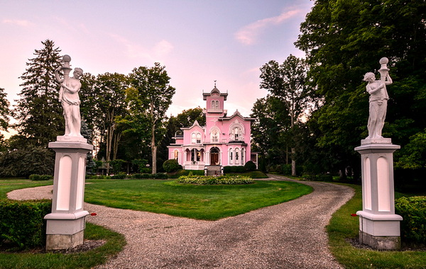Pink House - Unusual Houses of the world