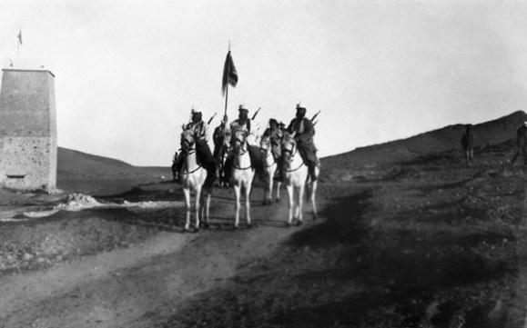 Кавалеристы легиона, возможно среди них есть бывшие солдаты российской армии.
