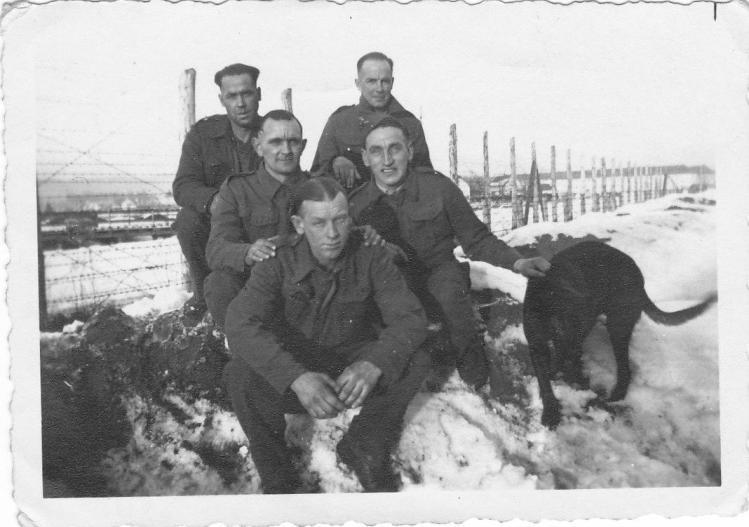 шталаг-18А - пленные и собака