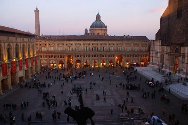 Площадь Маджоре Болонья Италия