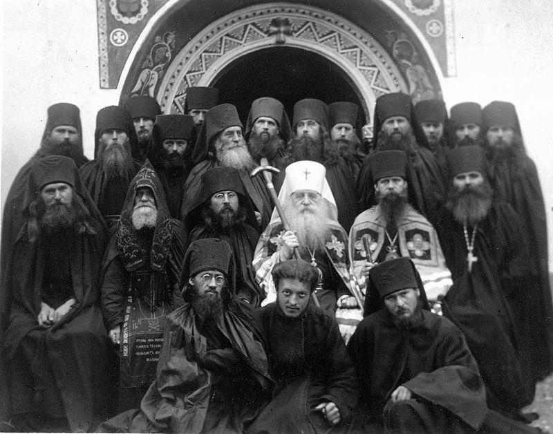 Митрополит Антоний (Храповицкий) с братией Милькова монастыря в 1926 году
