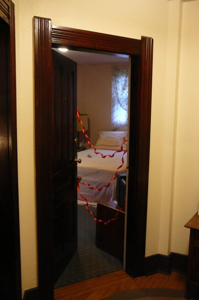 carole lombard house master bedroom 01