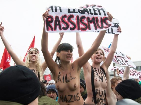 femen-against-nazism