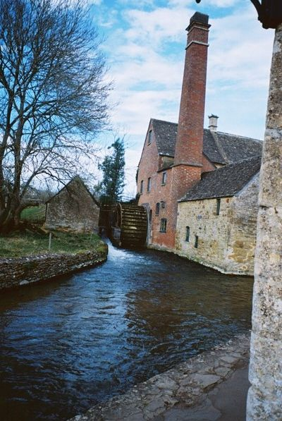 MILL IN LOWER SLAUGHTER amazing shop gallery and village