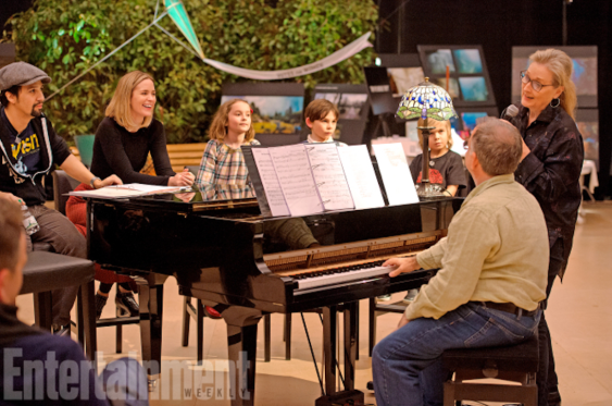 Meryl Streep (far right) and cast rehearse during production of MARY POPPINS RETURNS.