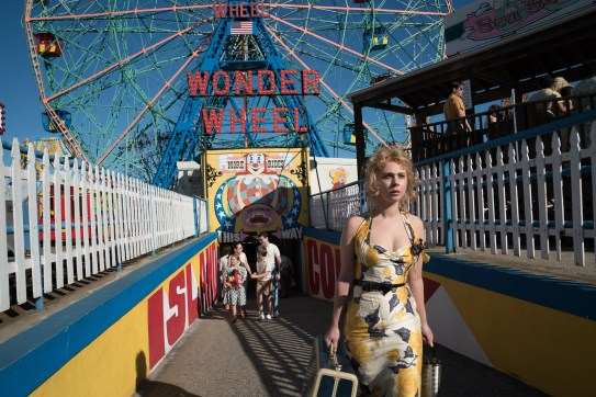 Juno Temple co-stars in WONDER WHEEL.