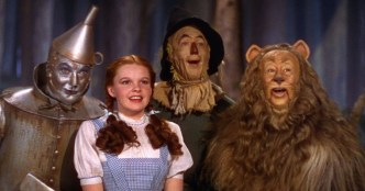Jack Haley (Tin Man), Judy Garland (Dorothy), Ray Bolger (Scarecrow), and Bert Lahr (Cowardly Lion) star in THE WIZARD OF OZ (1939)