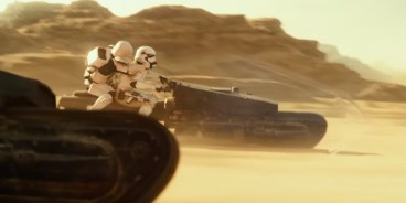 Stormtroopers chase Rey and the heroes of STAR WARS: THE RISE OF SKYWALKER (2019)