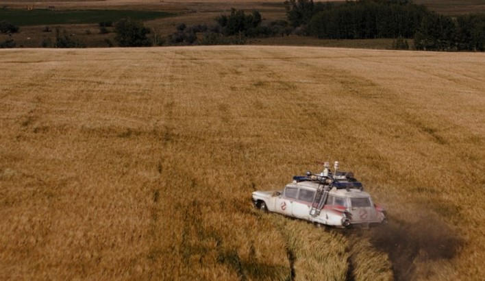 The Ecto-1 in an Oklahoma field in GHOSTBUSTERS: AFTERLIFE (2020)