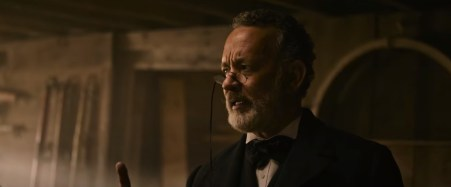 Tom Hanks plays Captain Jefferson Kyle Kidd in the Paul Greengrass Western NEWS OF THE WORLD (2020)