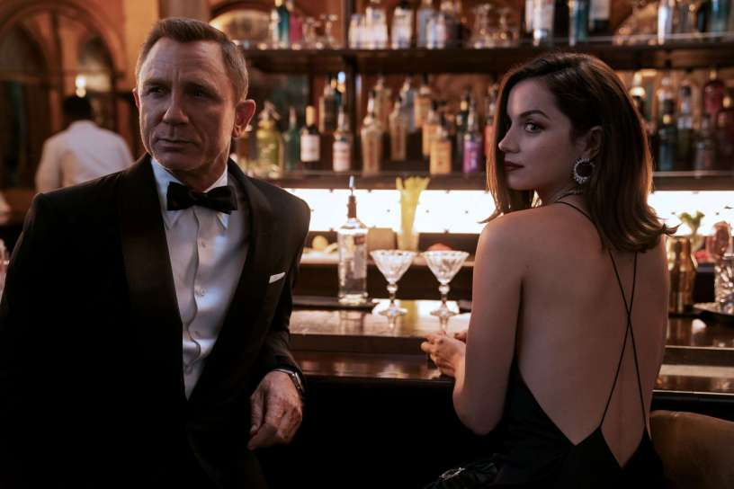 Daniel Craig and Ana de Armas star in Craig's final 007 adventure NO TIME TO DIE (2021)