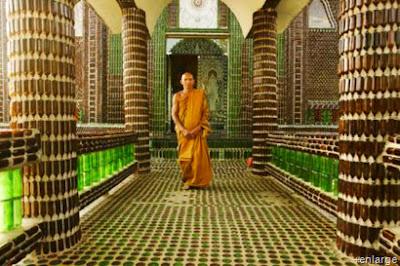 templo de botellas recicladas