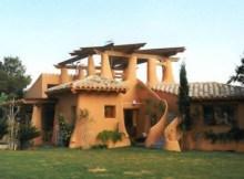 Casa construida con materiales sostenibles