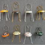 miniaturas hechas con tapas de licores recicladas