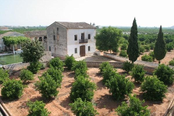 Construir viviendas en suelo rural en Valencia