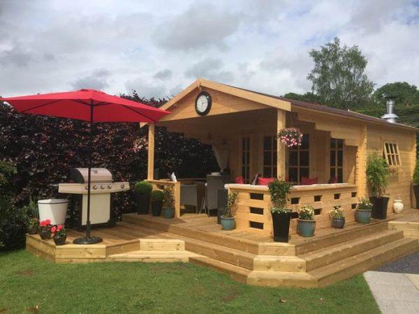 casa de jardín, caseta de jardín, caseta de madera, cabaña de madera.