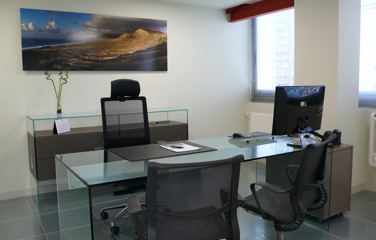 Mesa de oficina de cristal