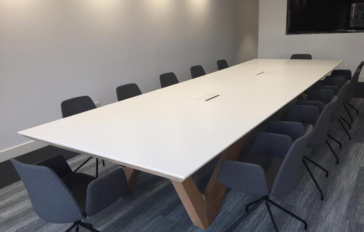 Mesa de reunión en Icaza Bilbao