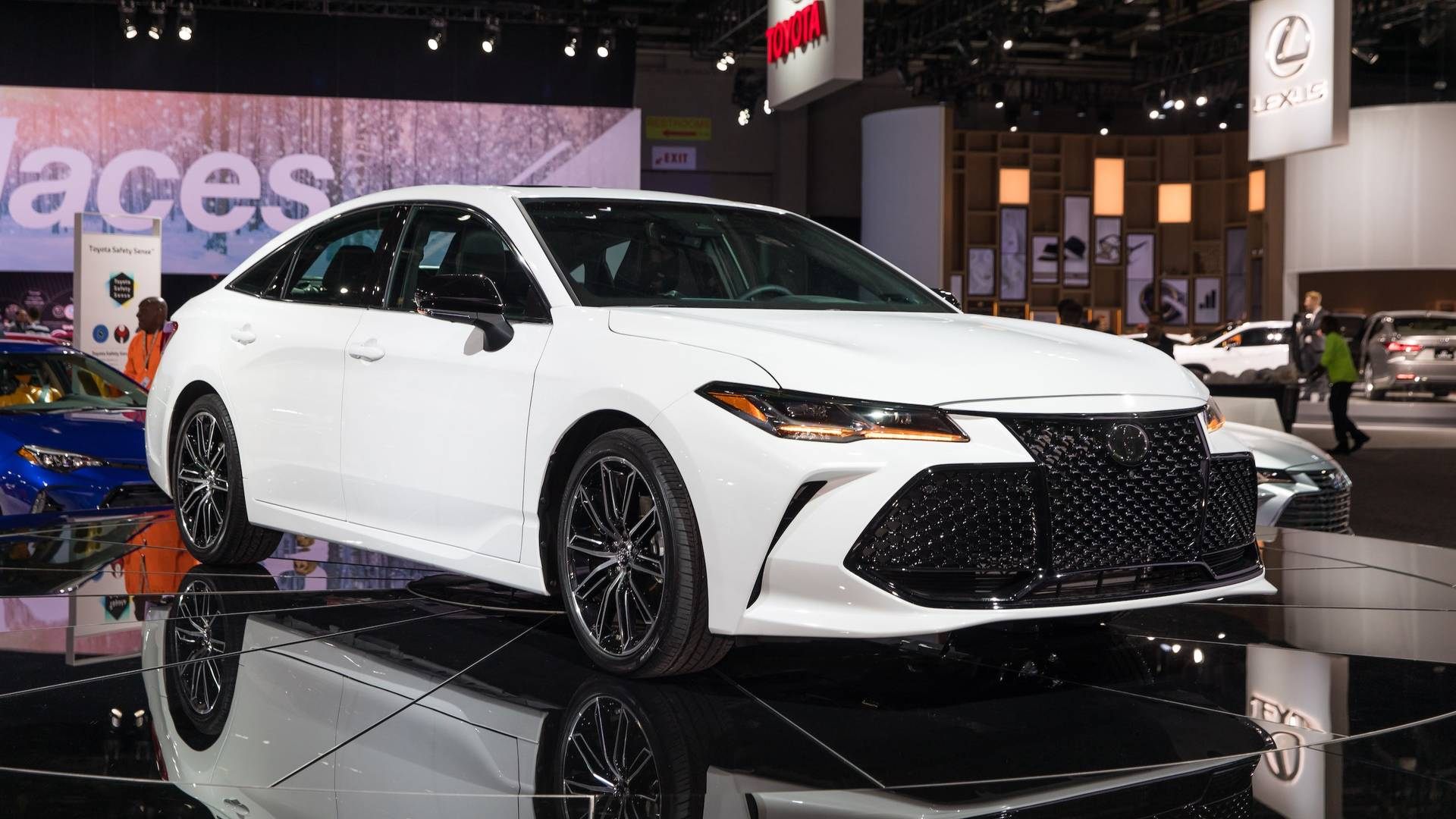 all new camry 2019 interior 2.5 l a/t hybrid toyota motavera