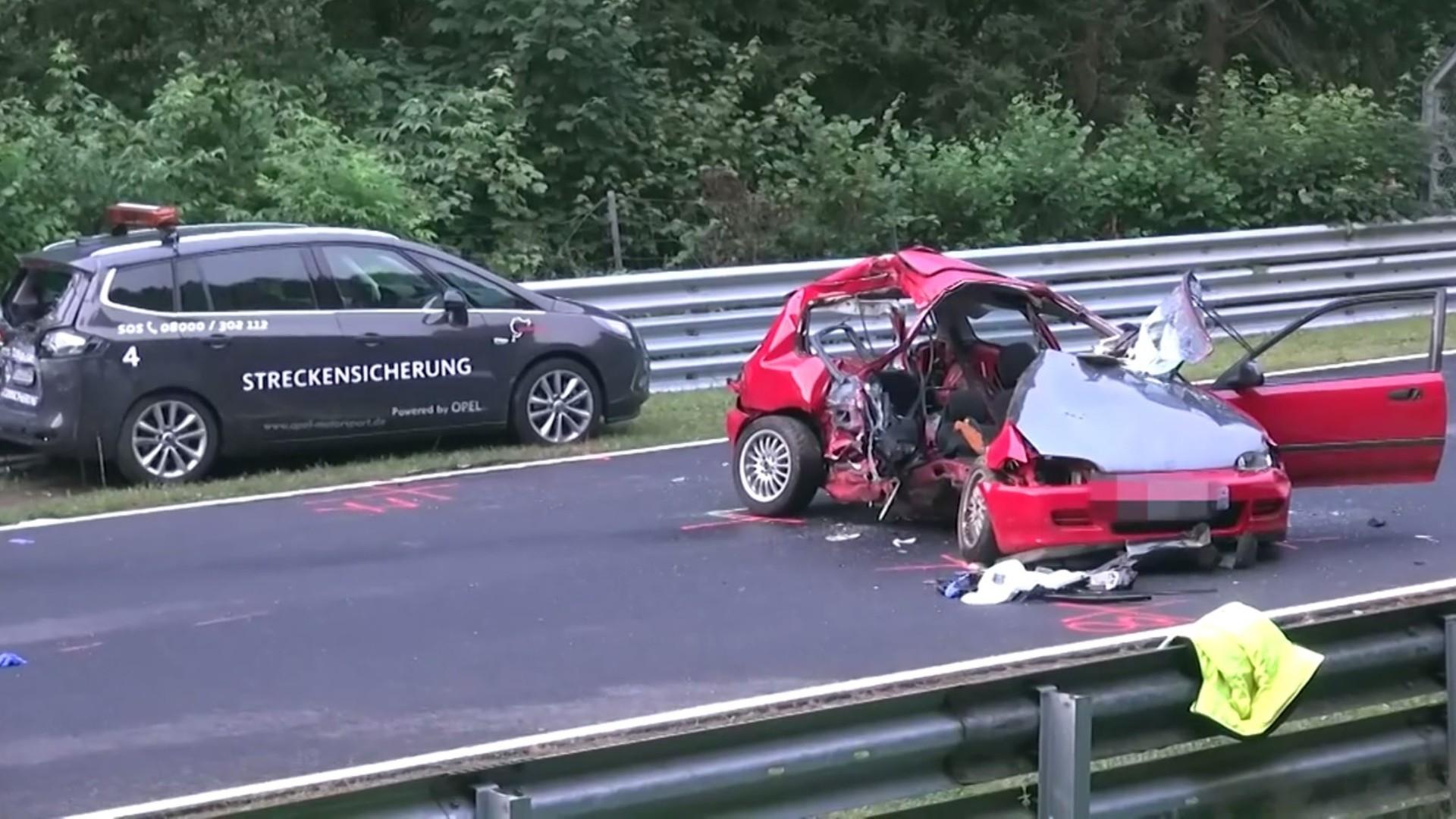 Car Wrecks Wallpaper Horrible Crash At Nurburgring Kills Two Injures Three
