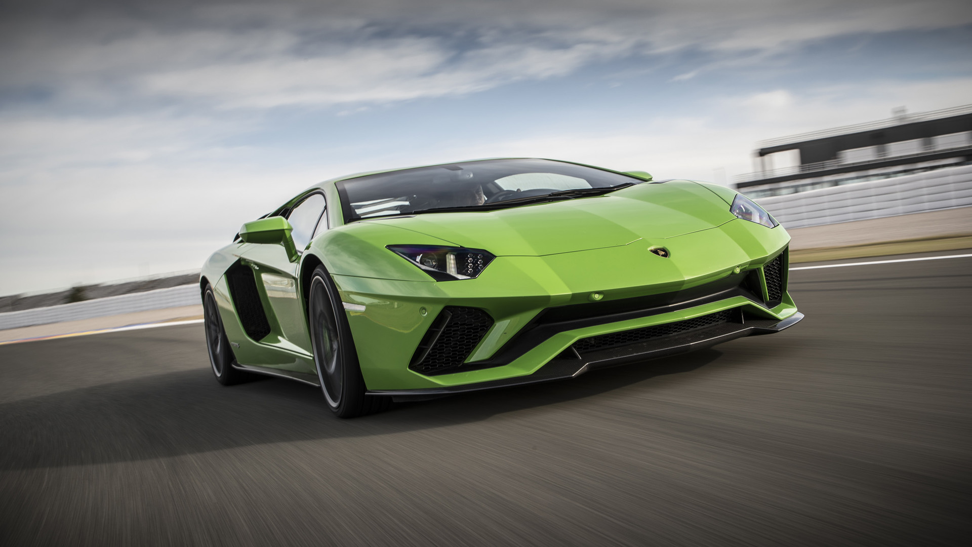 All In One Super Cars Wallpapers Lamborghini Aventador S Coupe News And Reviews Motor1 Com