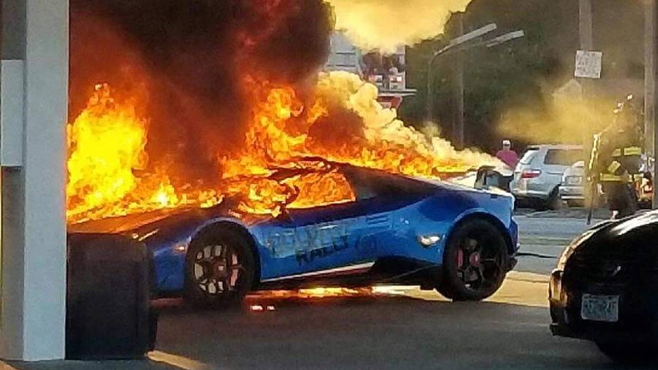 Burning Car Wallpaper Rolls Royce Lamborghini Huracan Meets Fiery Demise After Pump Snafu