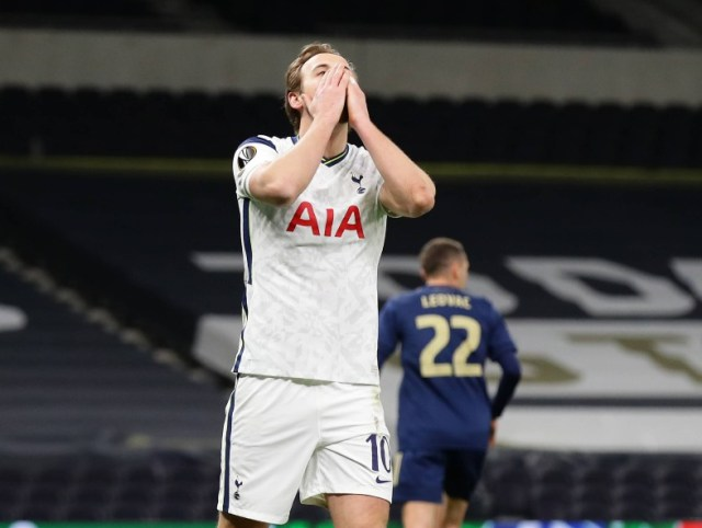 thfc harry kane face in hands