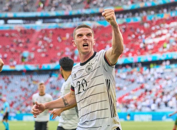 Gosens celebrates Euro 2020