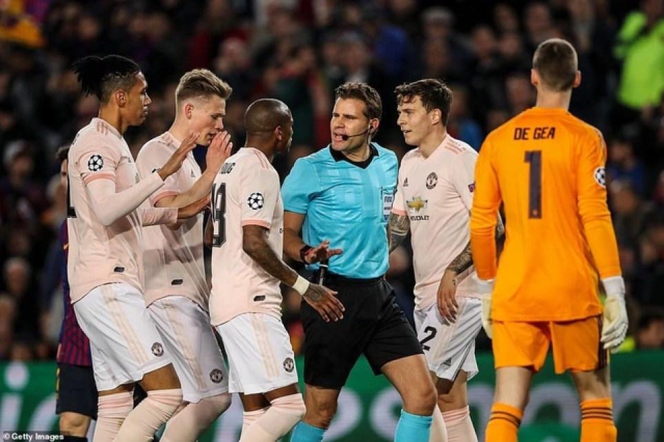 Những khoảnh khắc Messi khiến Man Utd tan vỡ giấc mơ Champions League - 16