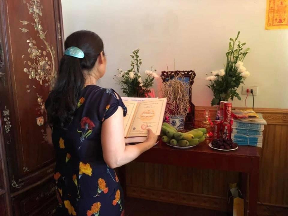 Trường ĐH Thủy Lợi về quê trao bằng Thạc sĩ cho học viên đã mất - 2