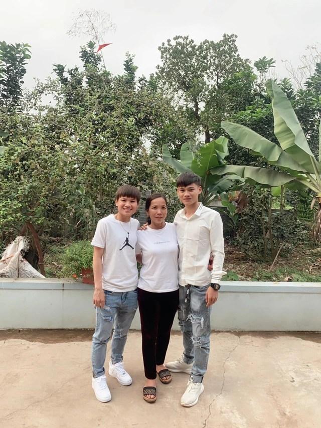 Tết ấm áp với các tuyển thủ bóng đá nữ Việt Nam - 4