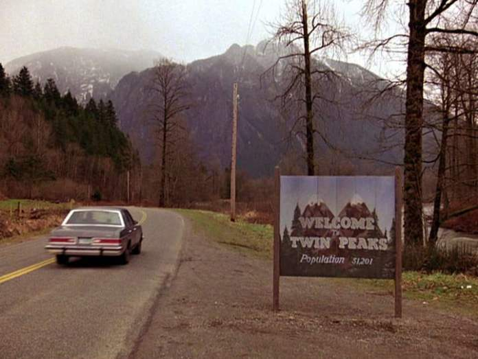 Dale Cooper driving to the town Twin Peaks.