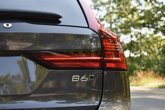 Detail view of the 2022 Volvo V90 Cross Country.