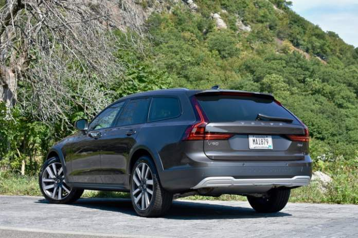 Rear three quarter view of the 2022 Volvo V90 Cross Country.