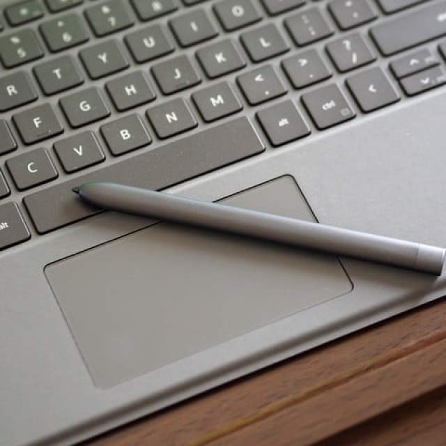A close-up of the Dell Latitude 7320 Detachable's pen and keyboard.