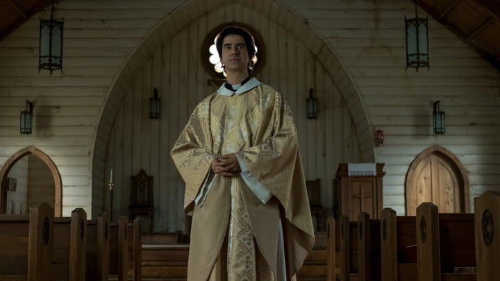 Hamish Linklater as Father Paul in Midnight Mass.