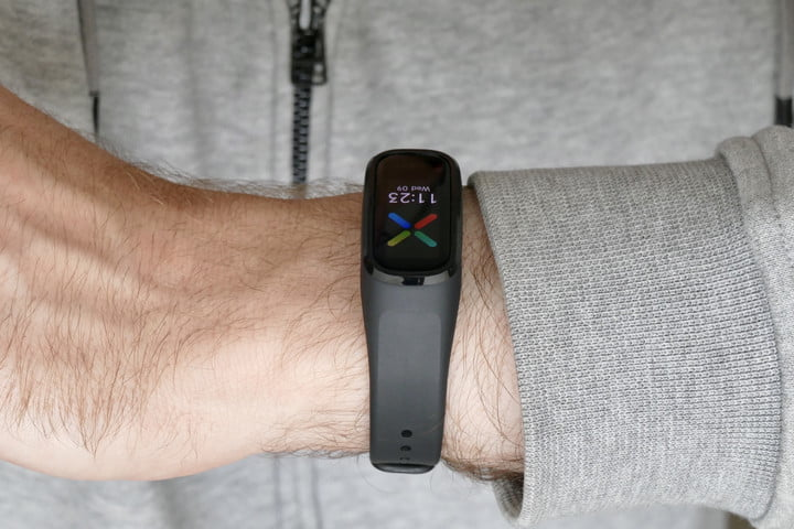 Oppo Band on the wrist from the back